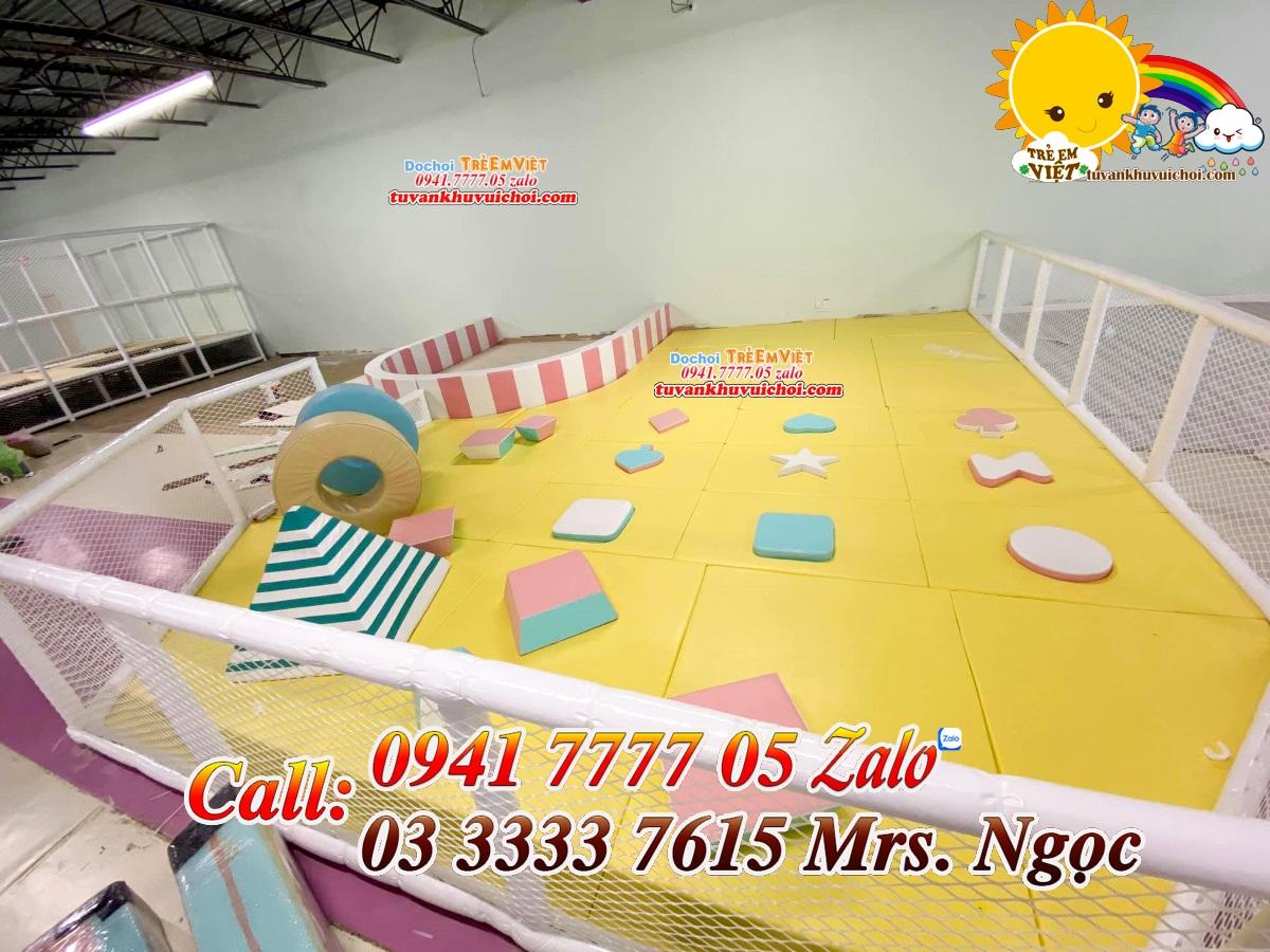 Thi công lắp đặt khu vực vui chơi mềm dành cho các em bé độ tuổi từ 2 đến 5 tuổi.